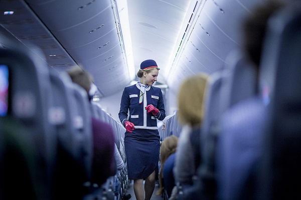 Flight_attendant